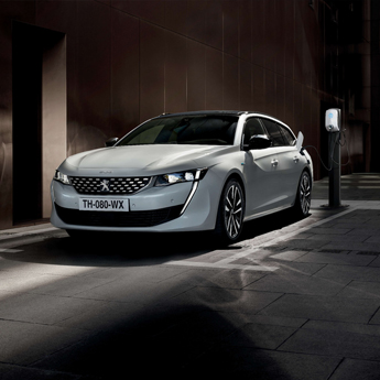 Peugeot_508_SW_Hybrid_fokep