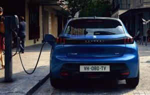 What Car tesztgyőztes az elektromos Peugeot 208